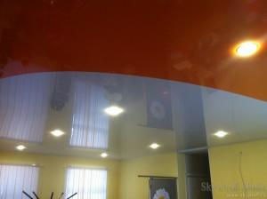 Натяжные потолки двух цветов