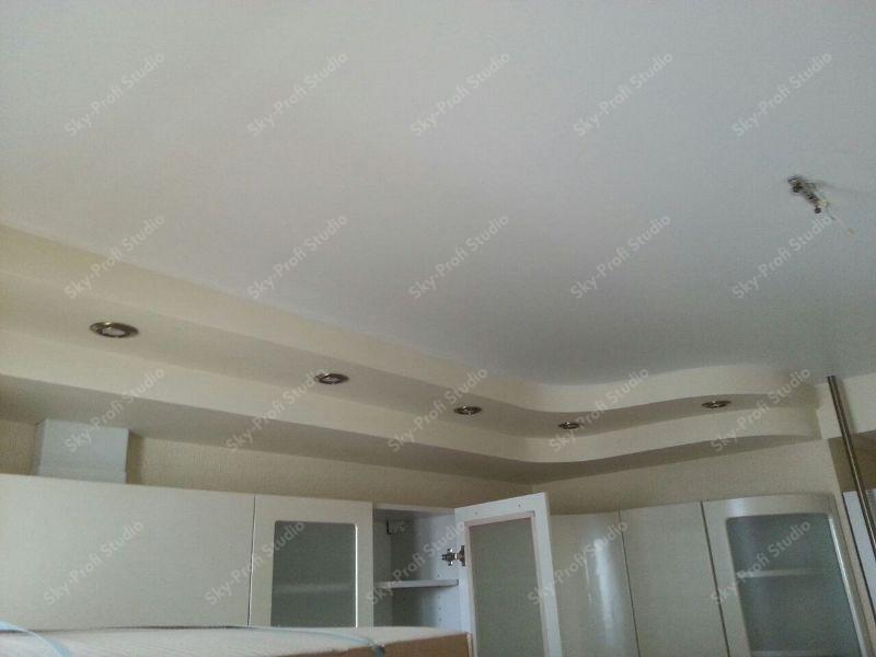 Многоуровневый потолок в кухне