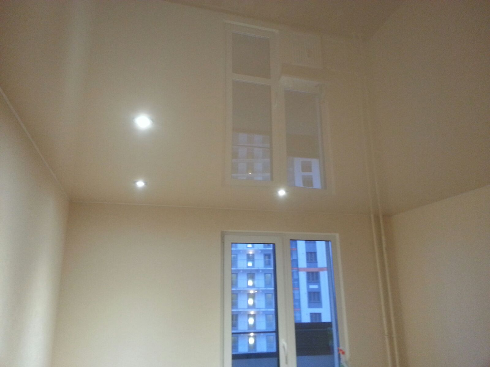 Потолок на кухне со встраиваемыми светильниками